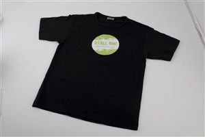 """Bild på Svart t-shirt """"ställ om"""" - L"""